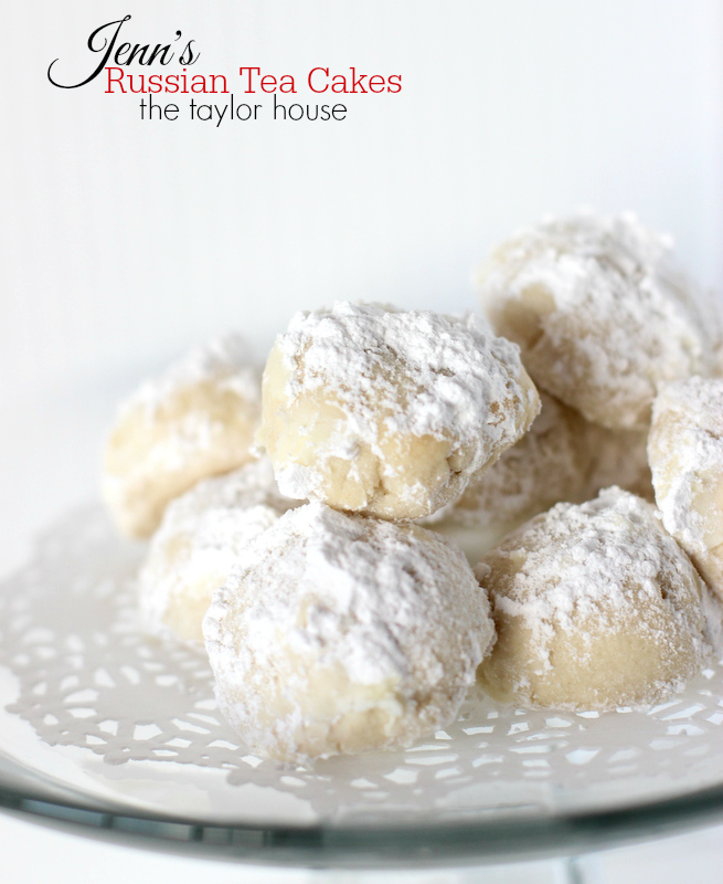 Delicious Easy to make Christmas Cookies: Russian Tea Cakes!