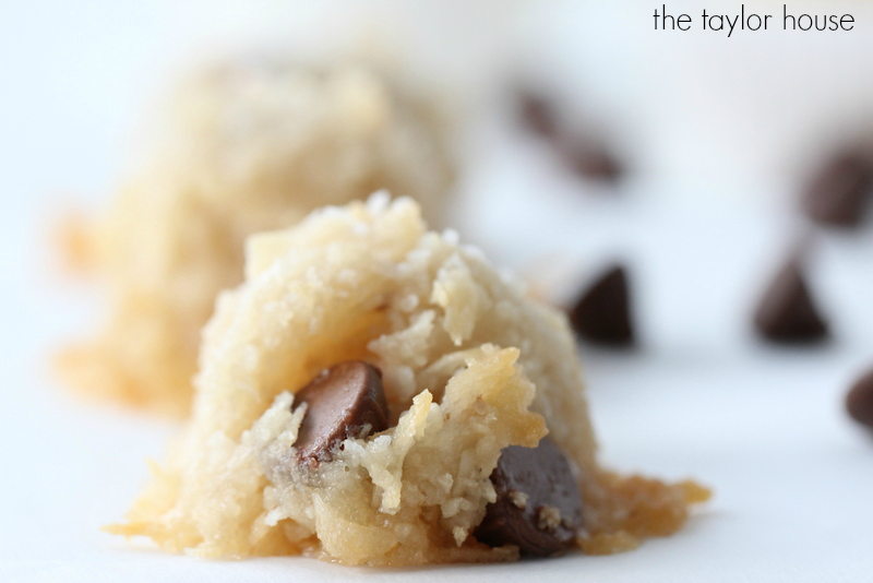 Healthier Chocolate Chip Coconut Macaroons are going to be your new favorite cookie!