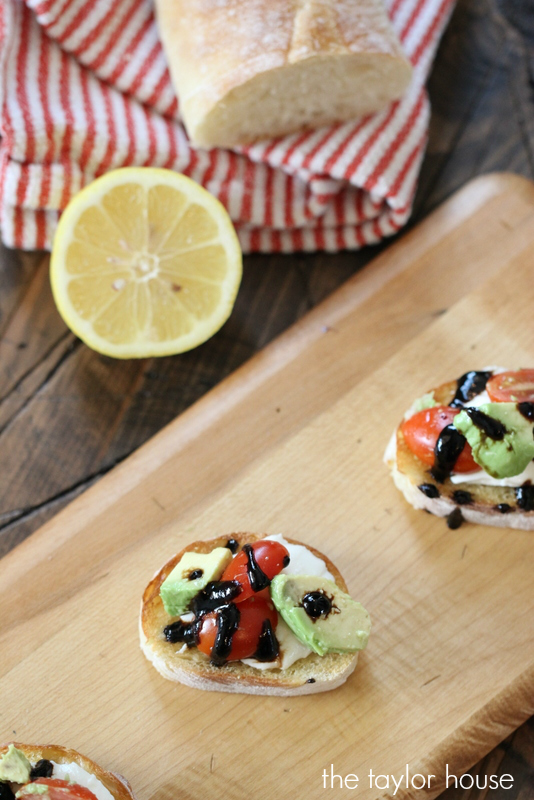Easy to make and delicious to eat Avocado Bruschetta Bites, the perfect appetizer idea!