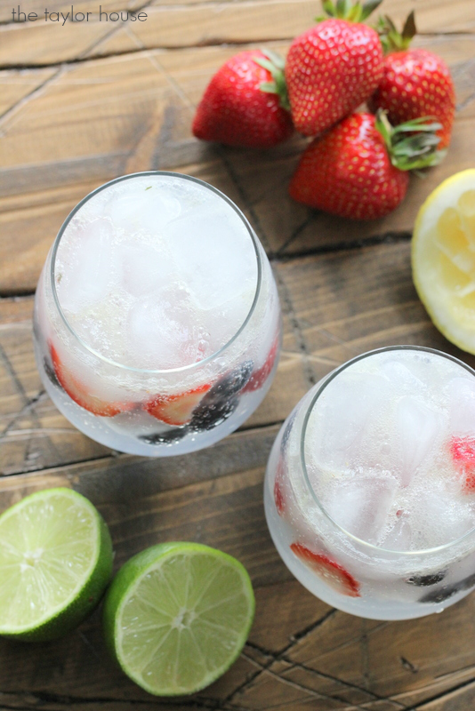 The perfect Memorial Day Drink: Strawberry Blueberry Limeade recipe!