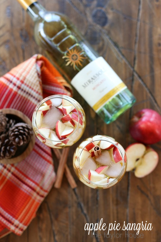 Crisp and delicious Apple Pie Sangria!