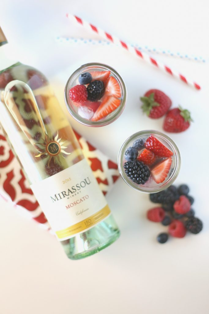 Delicious Wine Sparkler Cocktail that's perfect for summer!