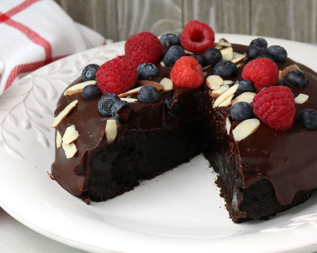 best flourless chocolate cake with berries