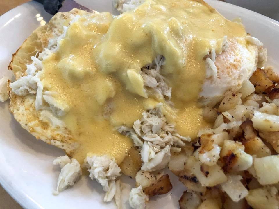 Sam & Omies - Crab Benedict