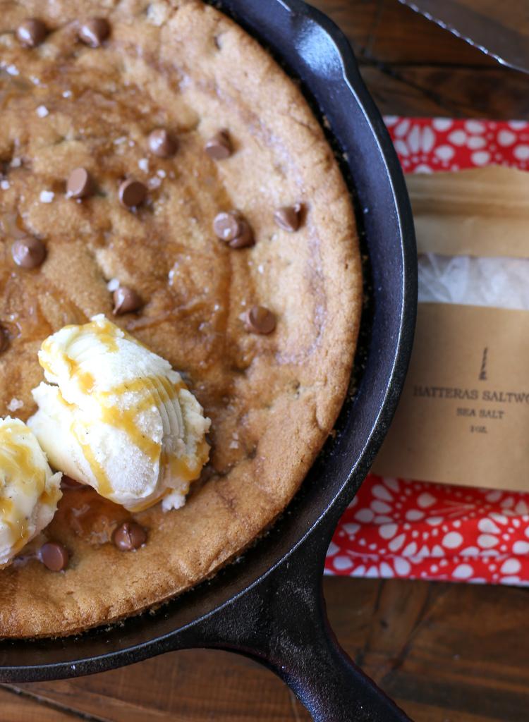 Simple Skillet Chocolate Chip Cookie