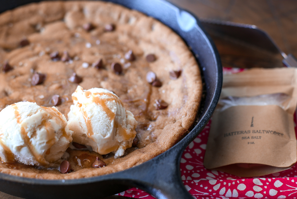 Simple Skillet Chocolate Chip Cookie